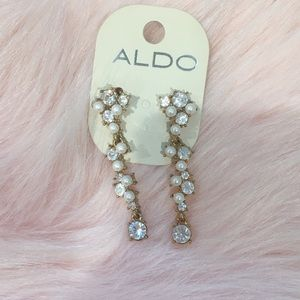 NEW ALDO GOLD AND CREAM PEARL DROP DOWN EARRINGS